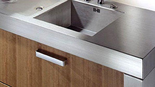 Tipos de materiales para tu encimera cocinas kuchenhouse for Encimera inox