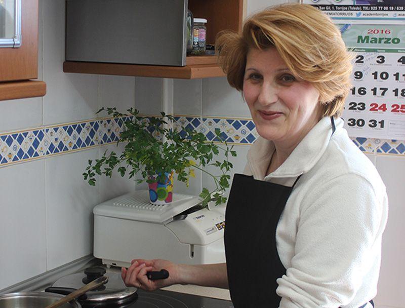 Julia un poco de si misma en cada una de sus recetas | Hablamos con ... Entrevistas Kuchen House | Cocinas Alemanas | Armario Alemán