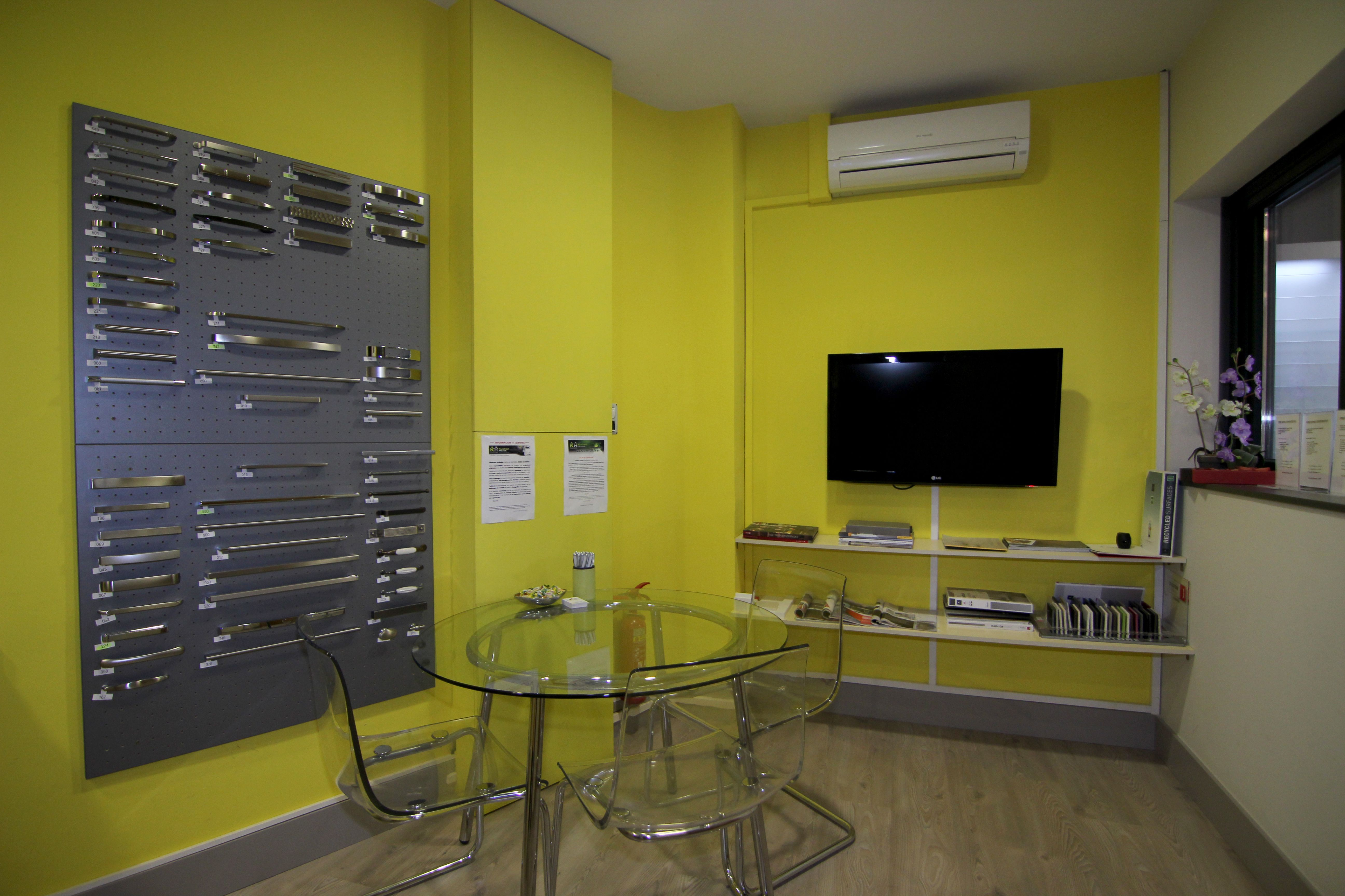 Cocinas kuchenhouse k chenhouse mollerussa lleida for Oficina empleo lleida